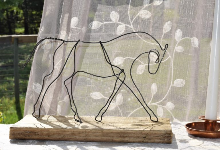 trotting-horse-wire-sculpture-table-top-art